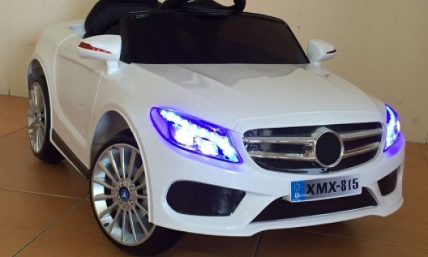 Dečiji automobil na akumulator (Mercedes) Model 220 beli